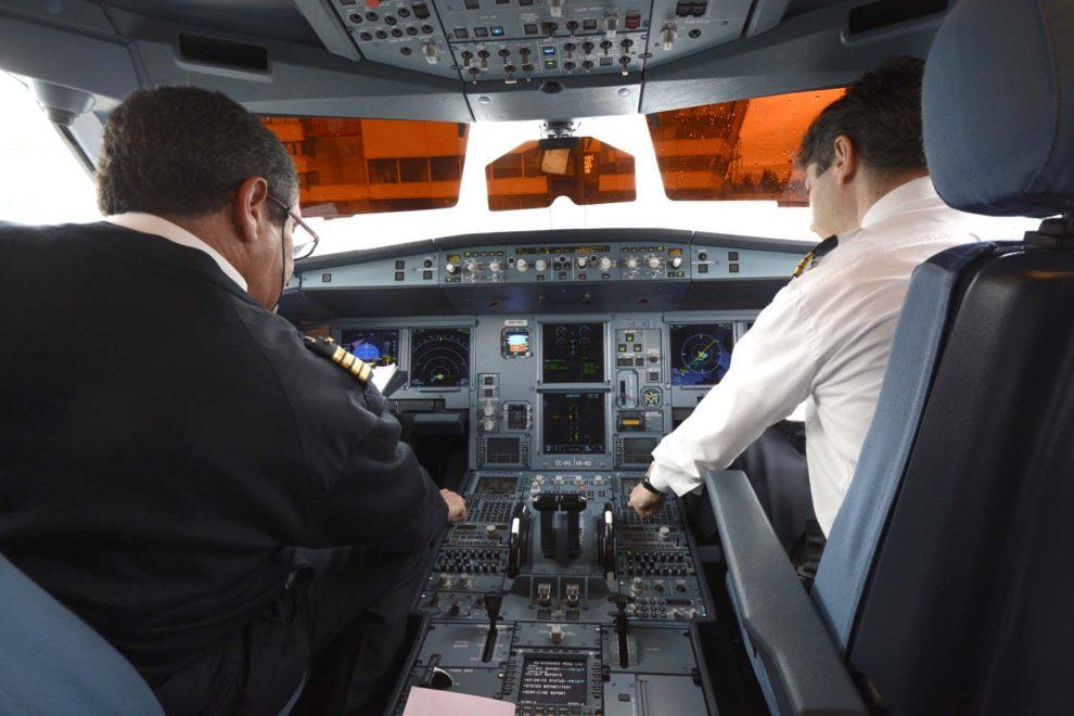 El 71 por ciento de los pilotos que han votado,, casi el 60 por ciento del total del colectivo de pilotos de Iberia, han aprobado los términos del IX Convenio Colectivo de estos.