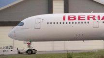 El primero de los Airbus A350 de Iberia ya pintado en Toulouse y luciendo el nombre de Plácido Domingo