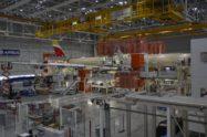 El primer A350-900 de Iberia msn217, en la cadena de montaje final de Airbus en Toulouse.