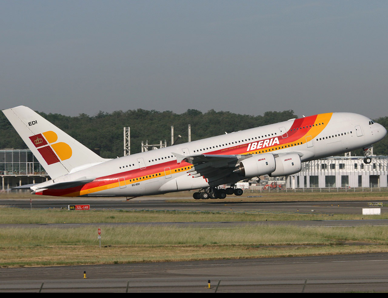 Una de las muchas ilustraciones de cómo sería un A380 de Iberia que circulan por internet.
