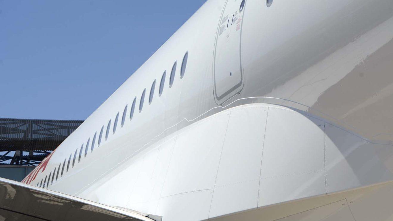 Entre las mejoras aerodinámicas introducidas en el A350 con el primer avión de Iberia se encuentran cambios en la carena ala fuselaje superior.