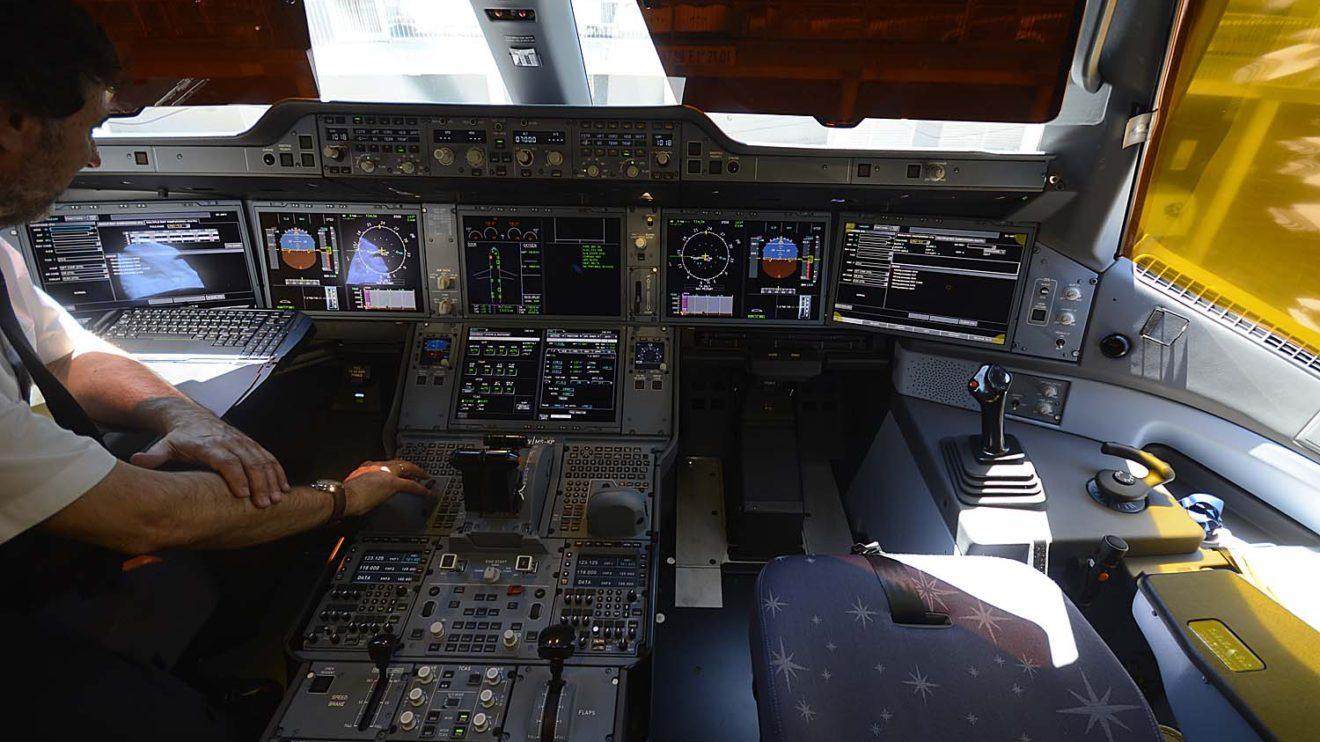 Cockpit de A350 de Iberia. Todavía faltan los anclajes para las Electronic Fligh Bag, ya que estas son un nuevo modelo y todavía debe certificarse.