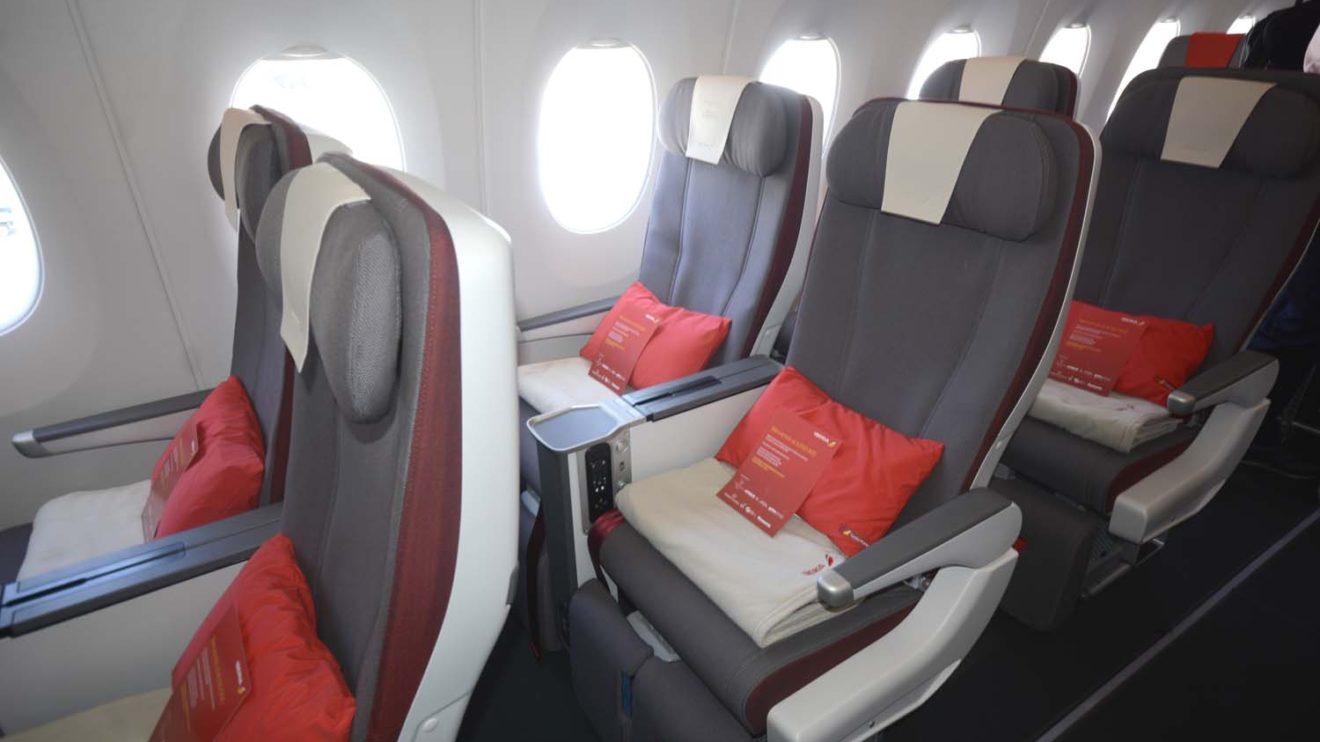 Asientos de clase turista premiun del A350 de Iberia. Más anchos, más epsacio, más reclinación que en turista y reposapiertas y reposapies