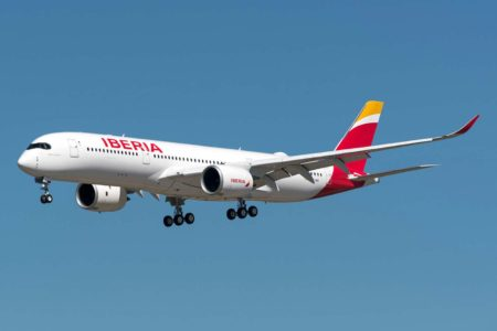 El 5 de junio Iberia recibió el A350 EC-NIS, el 19 de junio está prevista la llegada del EC-NJM. Podrían ser los últimos en bastante tiempo. (Foto D. Ruiz de Vargas)