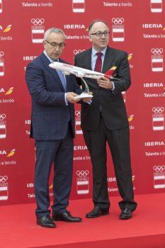 Luis Gallego y Alejandro Blanco tras la firma del acierdo.