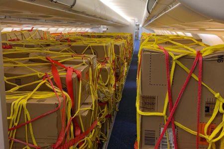 Carga sanitaria transportada en aviones de Iberia desde China.