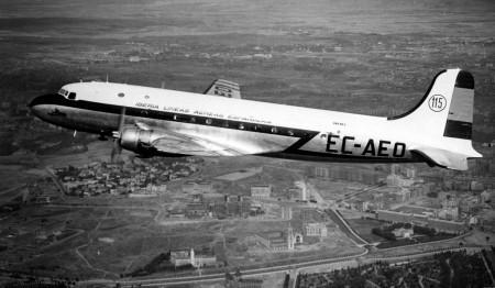 Iberia fue la primera aerolínea europea que comenzó a volar de Europa a América Latina tras la Segunda Guerra Mundial.