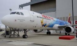 El Airbus A321 EC-JZM con su decoración Disney.