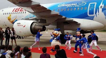 Mickey, Minnie y Donald han estado en la fiesta infantil de Iberia y Disney haciendo las delicias de los asistentes.