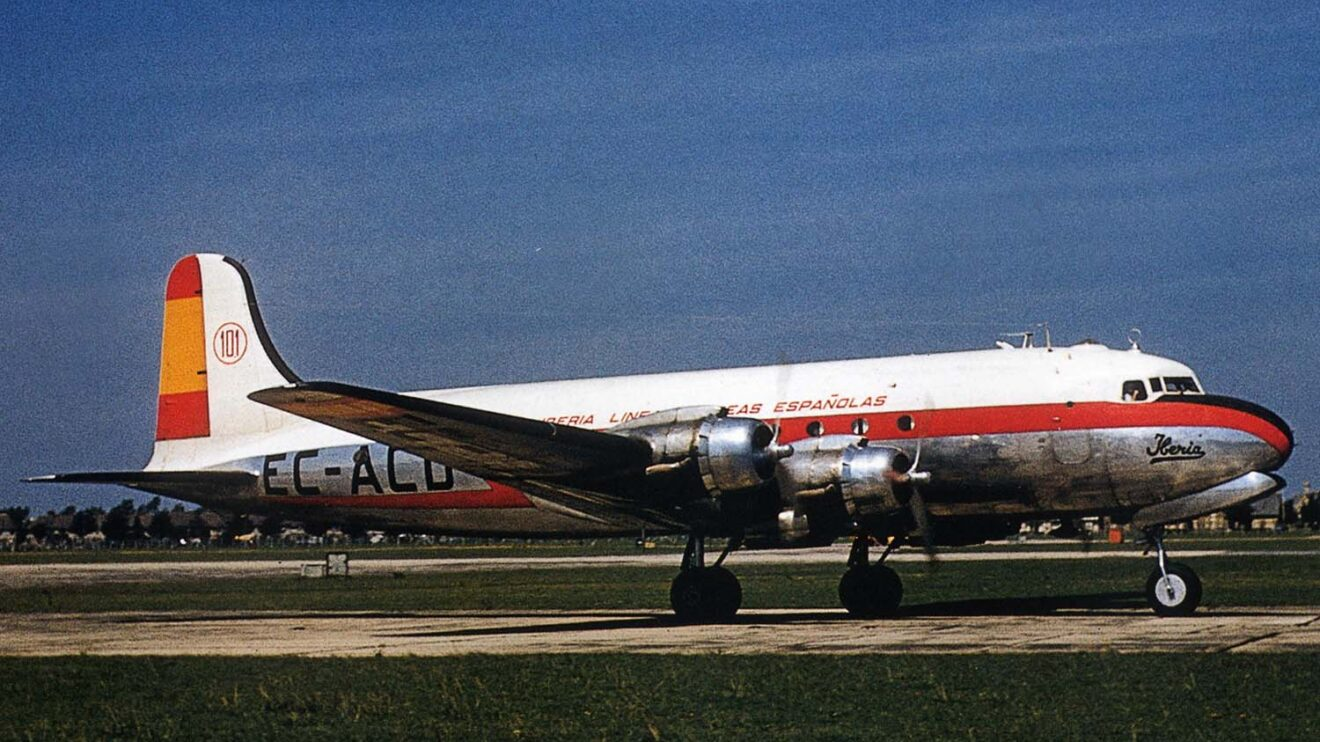 Iberia Douglas DC-4, el rpimer avión de largo radio de Iberia.