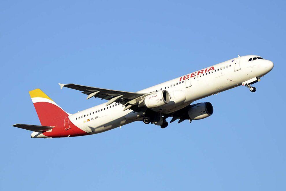 Iberia pide mas tiempo a la Comisión Europea para presentar la documentación para la compra de Air Europa.