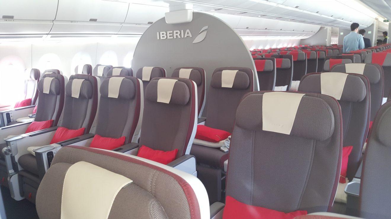 Asientos de clase turista premium del Airbus A350 Juan Sebastián Elcano.