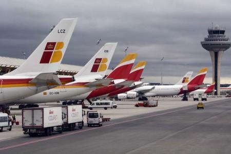 Aviones de Iberia en el satélite de la T4.