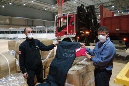 Donación de materiales por parte de Iberia para el hospital que se organizó en IFEMA, entre otros.