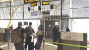 Embarque en la T4 de Madrid barajas de un vuelo de Iberia atendido por Iberia Airport Services .