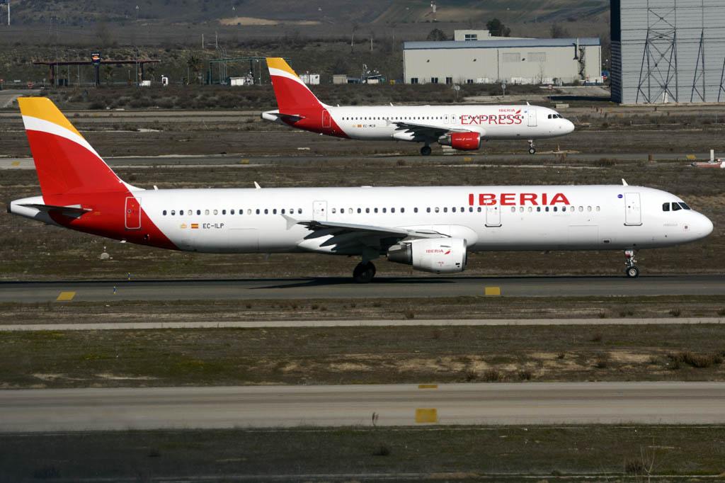 Iberia ha reducido a la mitad sus pérdidas en el primer trimestre de 2015 frente a las de 2014.