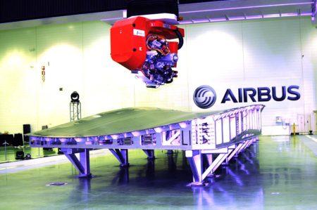 Maquina de encintado de fibra de carbono en la factoría de Airbus en Illescas.