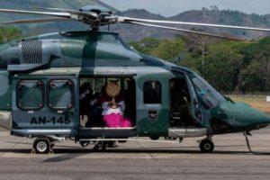 Helicóptero de la Marina de Panamá usado para decir misa desde el aire por Senana Santa.