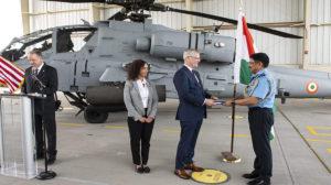 Ceremonia oficial de recepción de los primeros Boeing AH-64E de la Fuerza Aérea de India.