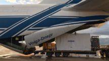 Carga del contenedor del satélite Ingenio en el An-124 en la base aérea de Torrejón de Ardoz.