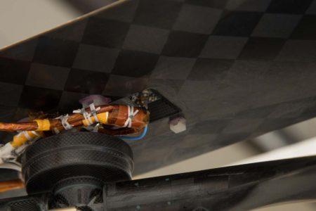 El pequeño rectángulo blanco es el trozo de entelado del avión de los hermanos Wright.