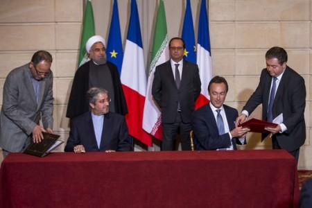Firma en el palacio del Eliseo entre Iran Air y Airbus.