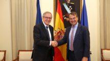 Joel Barre y Agustin Conde representaron a sus ministerios en la reunión hispano francesa para hablar de l a participación española en el futuro satélite espía CSO.
