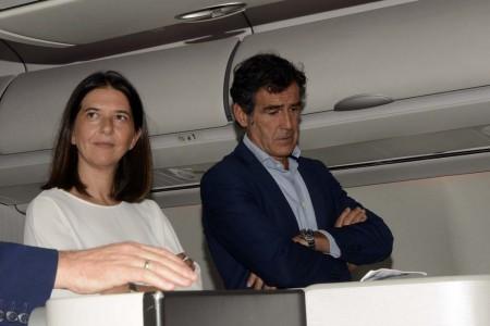 Gemma Juncá, gerente de marketing de Iberia y Carlos Chaguaceda, director general de Turismo de la Comunidad de Madrid han sido los encargados de presentar el nuevo video de seguridad para el largo radio de Iberia.