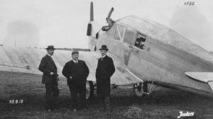 Otto Reuters, primero a la izquierda, fue el diseñador del F13 así como de otros aviones de Junkers.