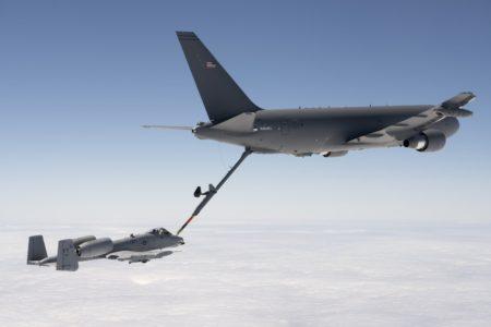 El Boeing KC-46 también incluye el sistema MCAS como el del B-737 MAX, en este caso para compensar automáticamente el avión al trasvasar combustible en vuelo.
