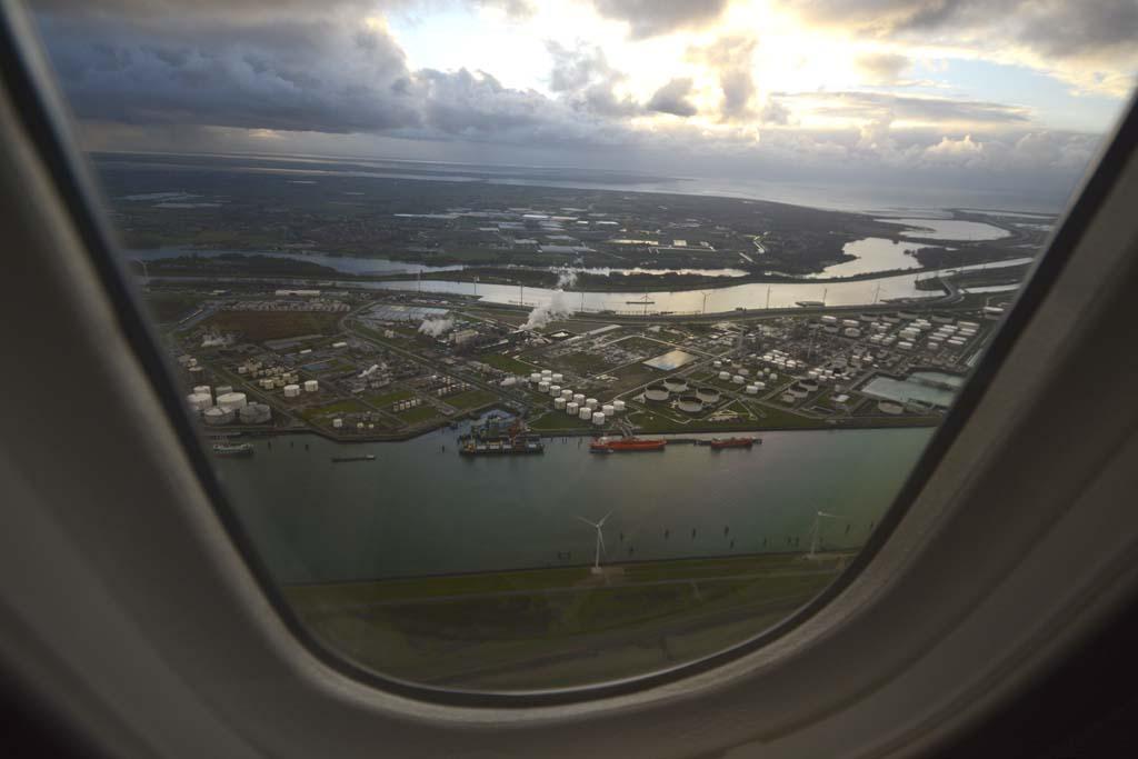 El puerto de Roterdam a 2.000 pies durante el vuelo en el Boeing 787 de KLM.