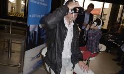 Antes de embarcar era posible realizar una visita virtual a la cabina del Boeing 787.