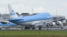 Boeing 747-400de KLM aterrizando en Amsterdam Schiphol.