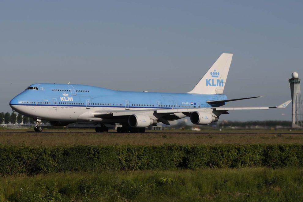 Uno de los Boeing 747 Combi de KLM en el aeropuerto de Amsterdam.