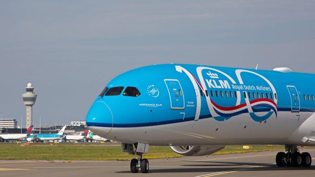 El primero de los Boeing 787-100 de KLM luce el logotipo de los 100 años en su fuselaje. Llegó a Amsterdam el 30 de junio.