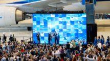 KLM organizó una fiesta principalmente para empleados en el aeropuerto Schiphol para poner en marcha los actos de su centenario.