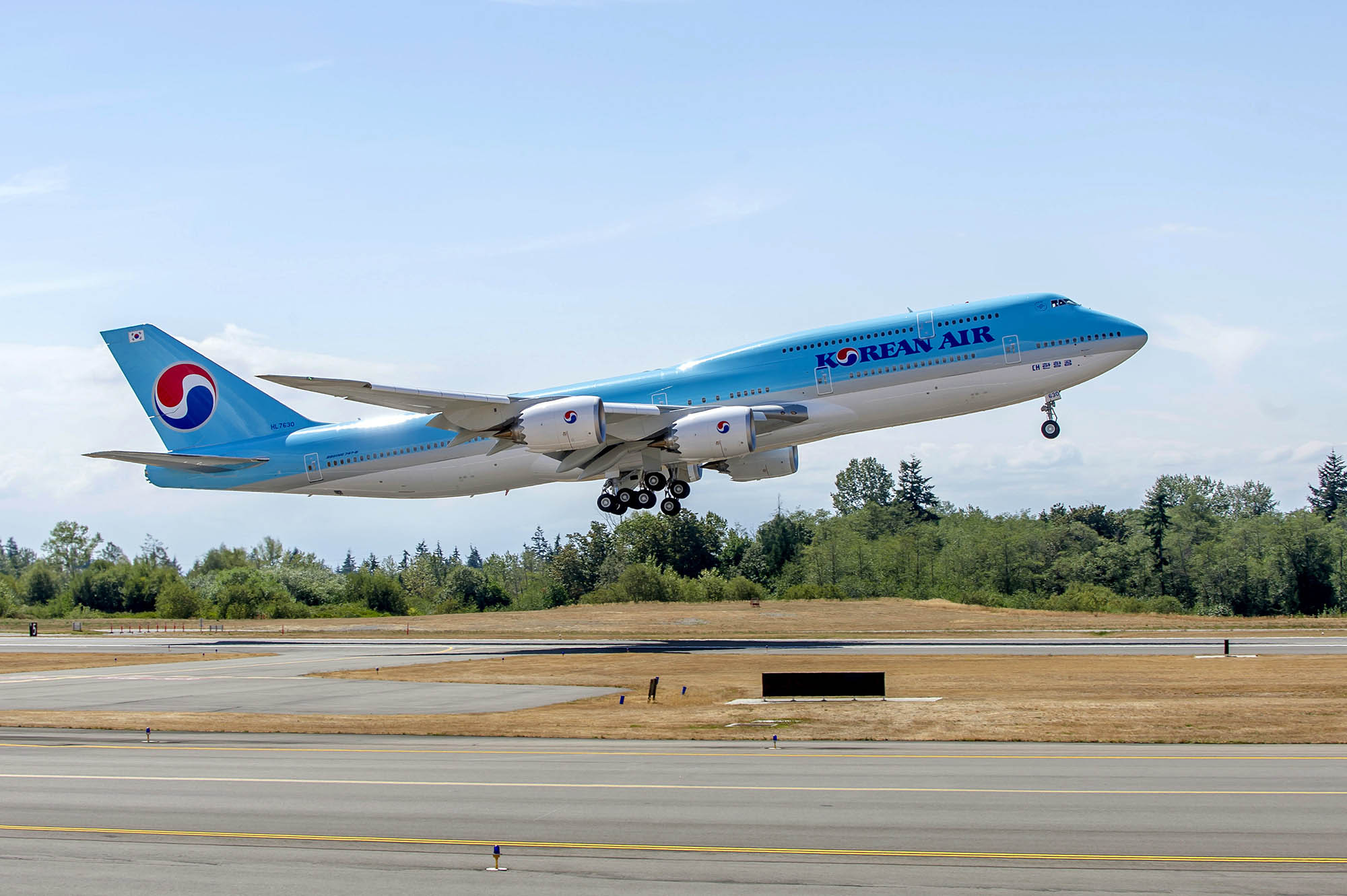 Despegue del primer Boeing 747-8I de Korean Air de Paine Field.