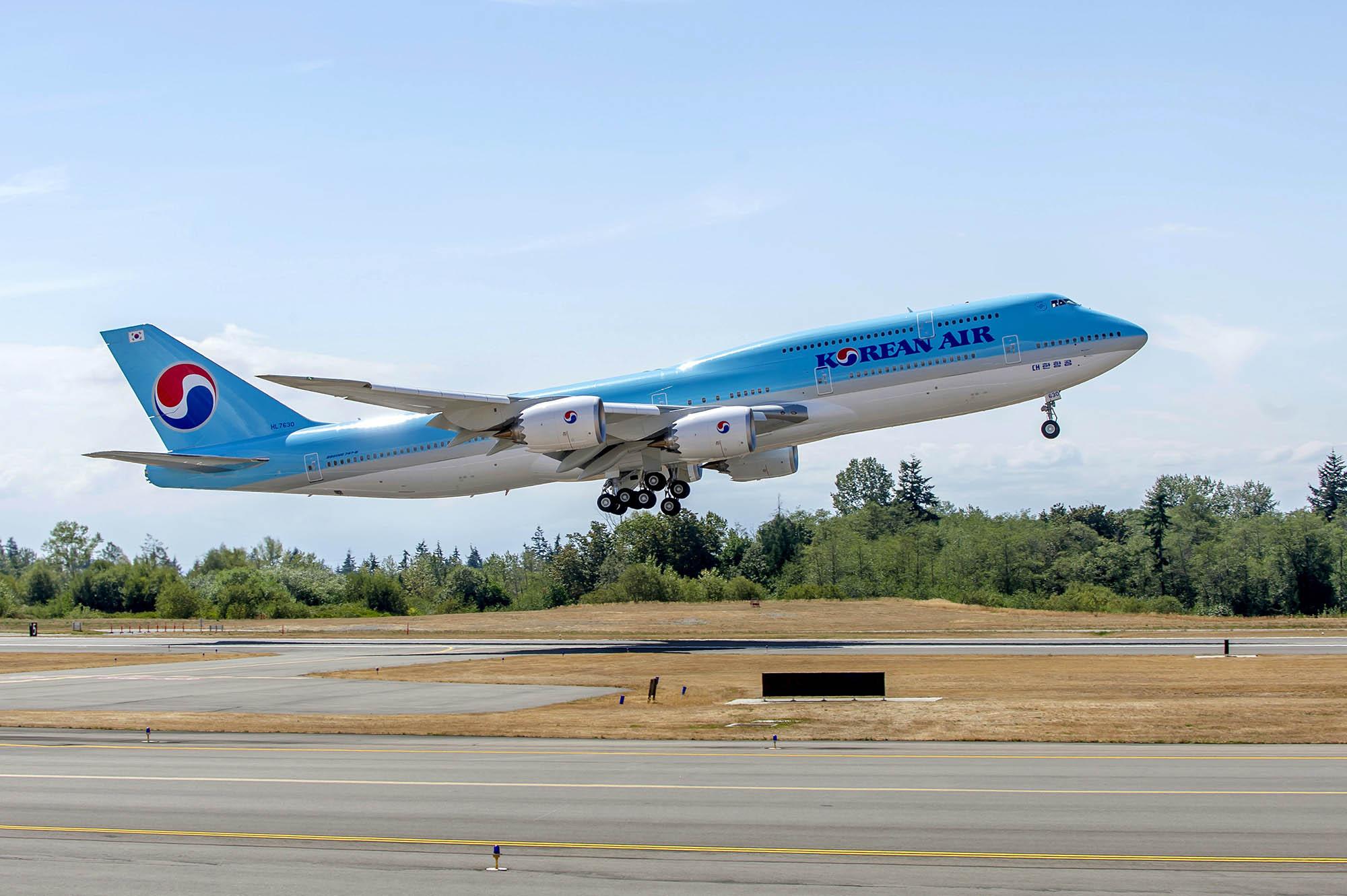 Despegue del primer Boeing 747-8I de Korean Air de Paine Field.