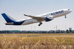 Despegue en Toulouse del primer Airbus A330-800 para Kuwait Airways.