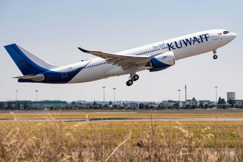 Despegue en Toulouse del primer Airbus A330-800 para Kuwait Airways.