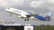 Airbus A320 de LATAM Argentina con los colores previos del Grupo LAN.