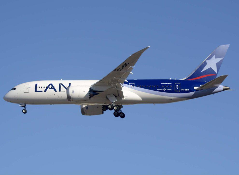 El Boeing 787-8 CC-BBD, ya con los nuevos colores de LATAM ha sido el primero en ser enviado a reparaciones urgentes.