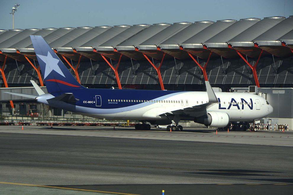 Boeing 767 de LATAM con los anteriores colores de LAN Chile.