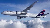 LATAM anuncia la suspensión temporal de casi un tercio de sus vuelos de largo radio.