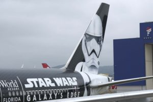 Imagen del stormtrooper de Star Wars en el Boeing 777 de LAtam.