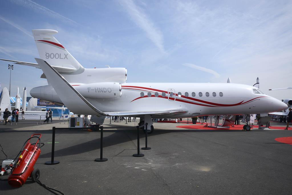 Dassault Falcon 900LX, uno de los tres ejecutivos del fabricante francés presentes además de la maqueta de la cabina del Falcon 5X.