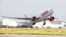 El primer Airbus A330neo de Lion Air depsegando de Toulouse.