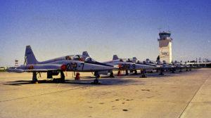 Siete de los primeros F-5B del 202 Escuadròn en Morón poco después de su llegada.