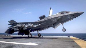 F-35B del escuadrón de los Marines VFMA-21 Green Knights, despegando del USS Wasp, similar al que se incorporará a la Fuerza Aérea de Singpaur.