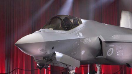 Ceremonia de entrega del primer Lockheed Martin F-35 a Turquía.